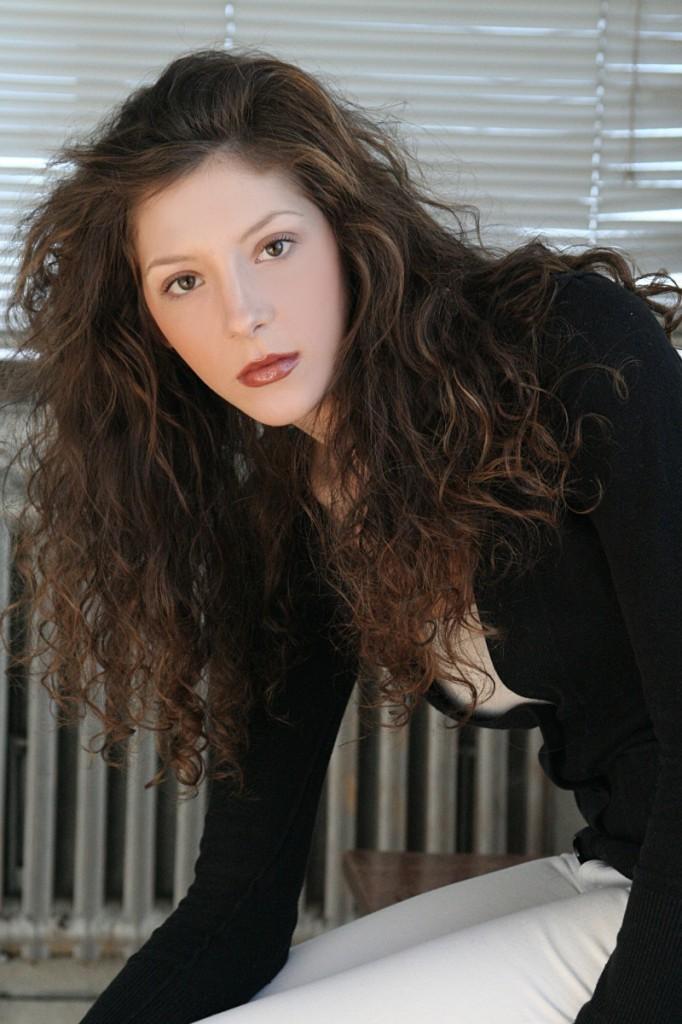Coryn M. Belzile, die kanadische Modedesignerin, deren Kollektion aktuell bei Fifty Five erhältlich ist.